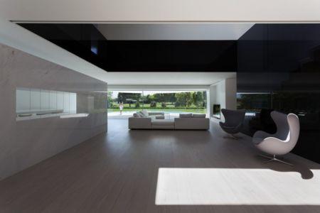pièce de vie - Casa Balint par Fran Silvestre Arquitectos - Valence, Espagne