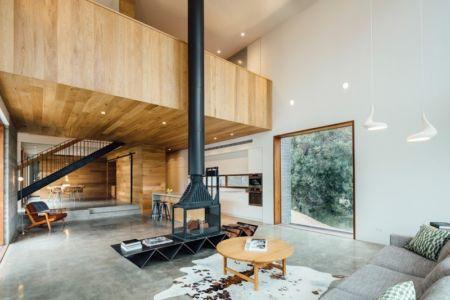 pièce de vie et cheminée centrale- Invermar House par Moloney Architects - Ballarat, Australie