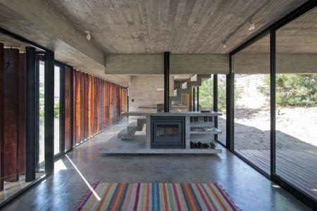 pièce de vie - MR House par Luciano Kruk Arquitectos - La Esmeralda, Argentine