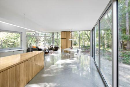 pièce de vie - Maison du Lac Grenier par Paul Bernier Architecte - Estérel, Canada