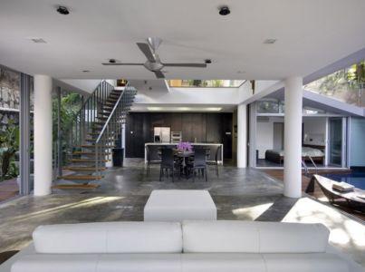pièce de vie - OOI House par Czarl Architects - Singapour