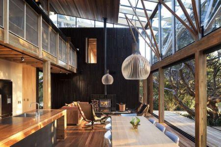 pièce de vie - Under Pohutukawa par Herbst Architects - Piha, Nouvelle-Zélande