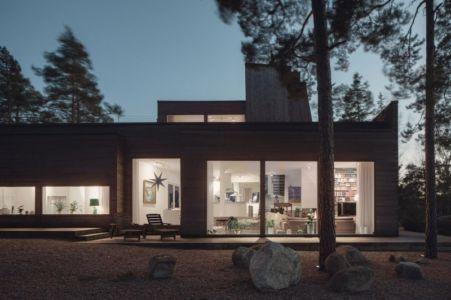 pièce de vie de nuit - maison bois contemporaine par Gabriel Minguez - Ingarö, Suède