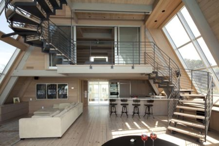 pièce de vie & escalier accès étage - frame-house par Bromley Caldari Architects - New York, USA