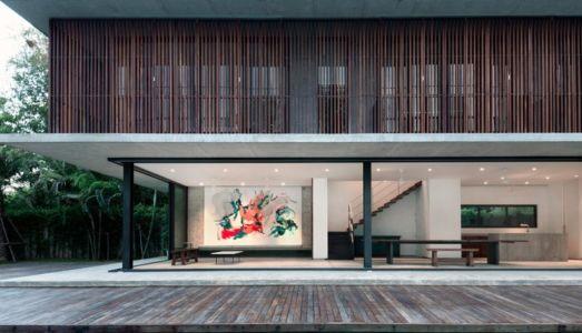 pièce de vie et terrasse - Swiss family house par Architectkidd - Bang Saray, Thaïlande