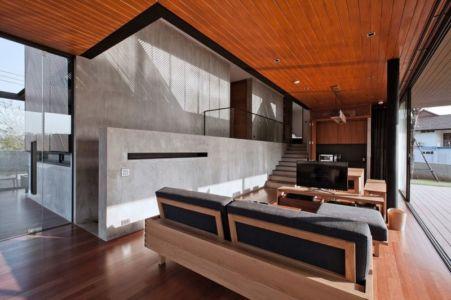 pièce de vie & grande baie vitré coulissante - KA-House par IDIN Architects - Pak Chong, Thaïlande
