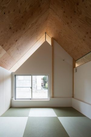 pièce niveau supérieur - Eaves-House par Y Plus M Design - Kyoto, Japon