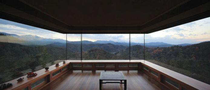 pièce principale & grande baie vitrée - Hyunam-house par IROJE Architects & Planners - Gunwi-gun, Corée du Sud