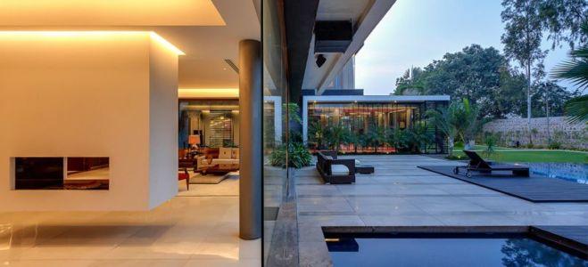 pièce principale ouverte à la terrasse - home-pool par DADA-&-Partners - New Delhi, Inde