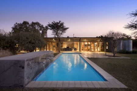 piscine - House-Mouton par Earthworld Architects and Interiors - Pretoria, Afrique du Sud