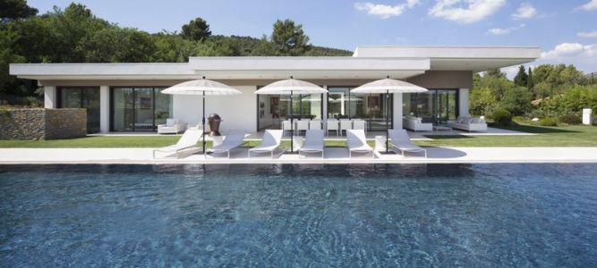 piscine - Villa Sainte-Victoire par Henri Paret Architecte avec Kawneer - Aix en Provence, France