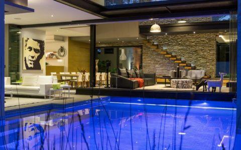 piscine de nuit - House Blair Atholl par Nico van der Meulen Architects - Blair Atholl, Afrique du Sud