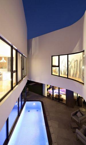 piscine de nuit  - Mop House par AGI Architects - Al Nuzha, Koweït