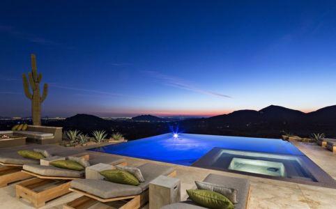 piscine de nuit - villa du desert par Tor Barstad -Scottsdale, Usa