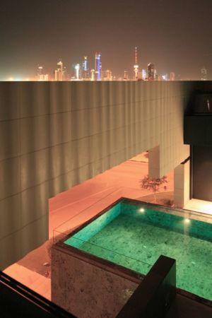 piscine en étage - desert-rose par Massimiliano Camoletto - Koweit.