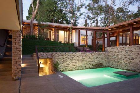 piscine & entrée partie semi-enterrée - Garden-House par Cincopatasalgato - El Salvador