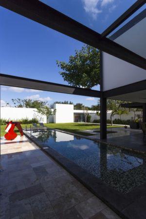 piscine et jardin - Montebello 321 par Jorge Bolio Arquitectura - Merida, Mexique