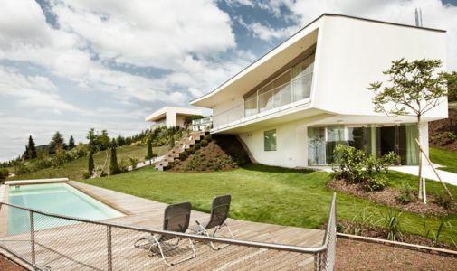 piscine et maison - Villa P par Love Architecture - Graz, Autriche