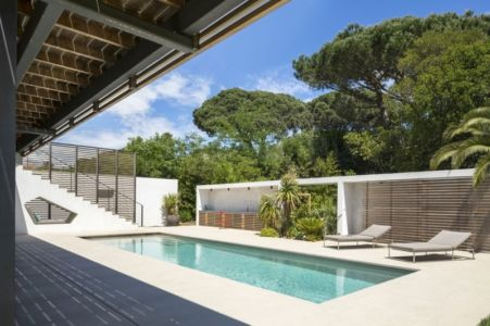 piscine et plounge - Maison L2 par Vincent Coste - Saint-Tropez, France