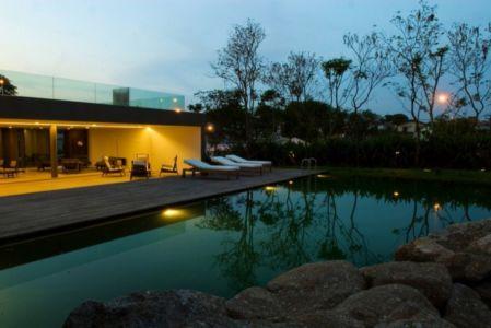 piscine et plounge - Piracicaba House par Isay Weinfeld - Piracicaba, Brésil