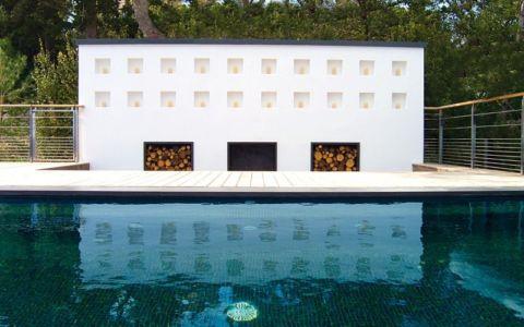 piscine et réserve bois - villa O - France