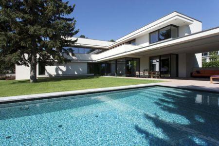 piscine et terrase - Reviving Mies par Architéma - Buda Hills, Hongrie