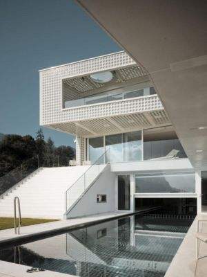 piscine extérieur et intérieur - o-house par Philippe Stuebi - Lucerne, Suisse