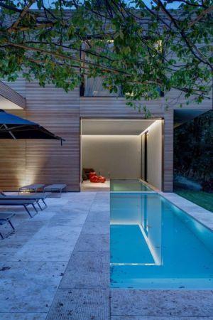 piscine extérieure & bains de soleil - Wood-House par Marco Carini - Como, Italie