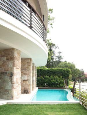 piscine façade - Waterfront House par Luigi Rosselli Architects - Sydney, Australie