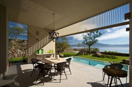 piscine & façade terrasse - case-del-lago par Juan Ignacio Castiello Arquitectos - San Juan Cosalá, Mexique