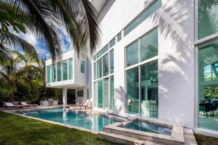 piscine & grande baie vitrée - The Ark-480 Ocean Blvd par Relance New York - Floride, USA