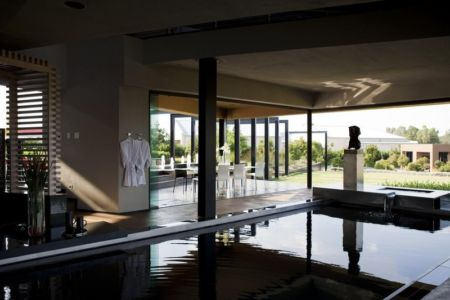 piscine intérieure - House Tsi par Nico van der Meulen Architects - Afrique du Sud