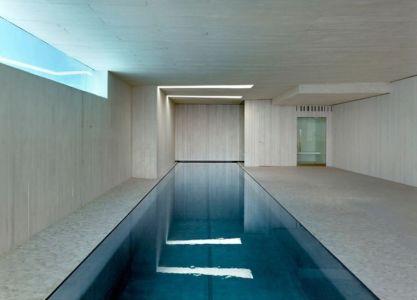 piscine intérieure - Sardinera House par Ramon Esteve Estudio - Valencian Community, Espagne