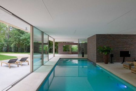piscine intérieure - The Dune Villa par HILBERINKBOSCH Architects - Utrecht, Pays-Bas