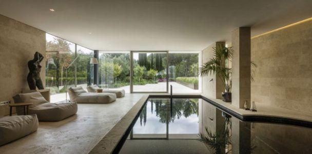 piscine intérieure - Vivienda en Son Vida par Negre Studio & Rambla 9 Arquitectura - Palma de Majorque, Espagne