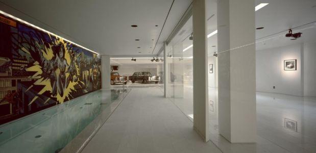 piscine intérieure et garage - Psychiko House par Divercity Architects - Athènes, Grèce