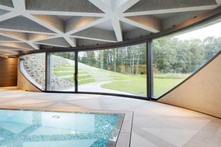 piscine intérieure & vaste baie vitrée - German-Country-House par Reichel Architectes - Allemagne