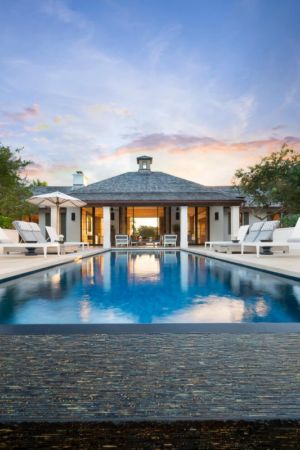piscine & salon terasse - villa par Krutz Homes - Floride, USA