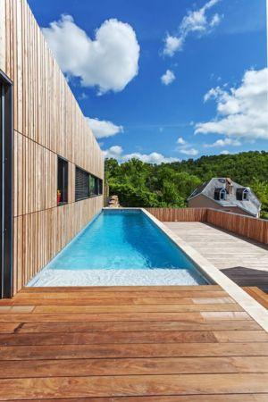 piscine & terrasse - maison bois par Hugues Tournier - Cardaillac, France