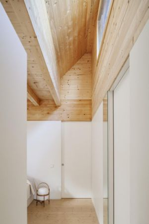 plafond bois - House LLP par Alventosa Morell Arquitectes - Collserola, Espagne