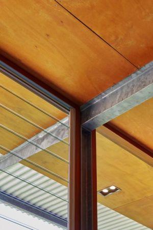 plafond en bois et acier - Bush-House par Archterra Architects - Margaret River, Australie