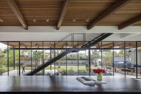 plafond lambris bois - NS-Residence par Blatman Cohen Architects - Netanya, Israël