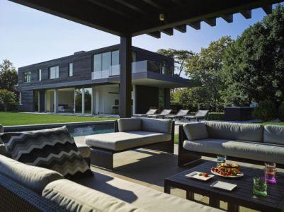 plounge et façade piscine  - Orchard House par Stelle Lomont Rouhani Architects - Sagaponack, Usa