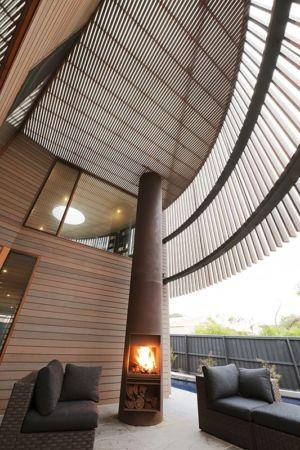 poêle à bois extérieur - maison bois contemporaine par Jackson Clements Burrows - Barwon Heads - Australie - Photos John Gollings