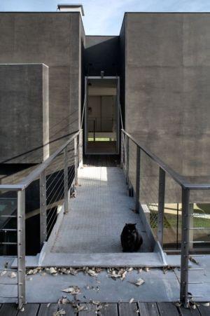 pont levis ouvert - safe-house par Robert Konieczny – KWK Promes - Varsovie, Pologne