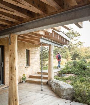 porche d'entrée - Wooden home artist par Will Winkelman et Todd Richardson - Steuben, Maine, Usa - Photo Trent Bell
