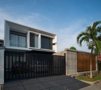 portail acier coulissante - d-s-house par DP+HS architects - jakarta, Indonesie