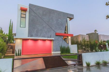 portail bois & façade jardin - Angular-Lines par Amit Apel - Los Angeles, USA