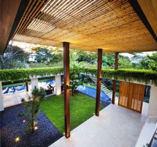 portail en bois - Tangga House par Guz Architects - Bukit Timah, Singapour