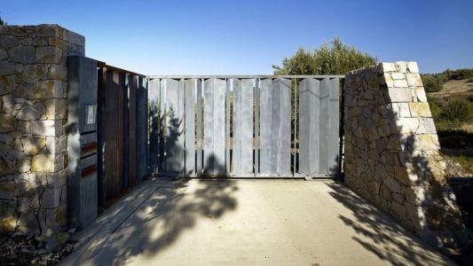 portail en bois entrée - résidence exclusive par Z-Level - île Kios, Grèce
